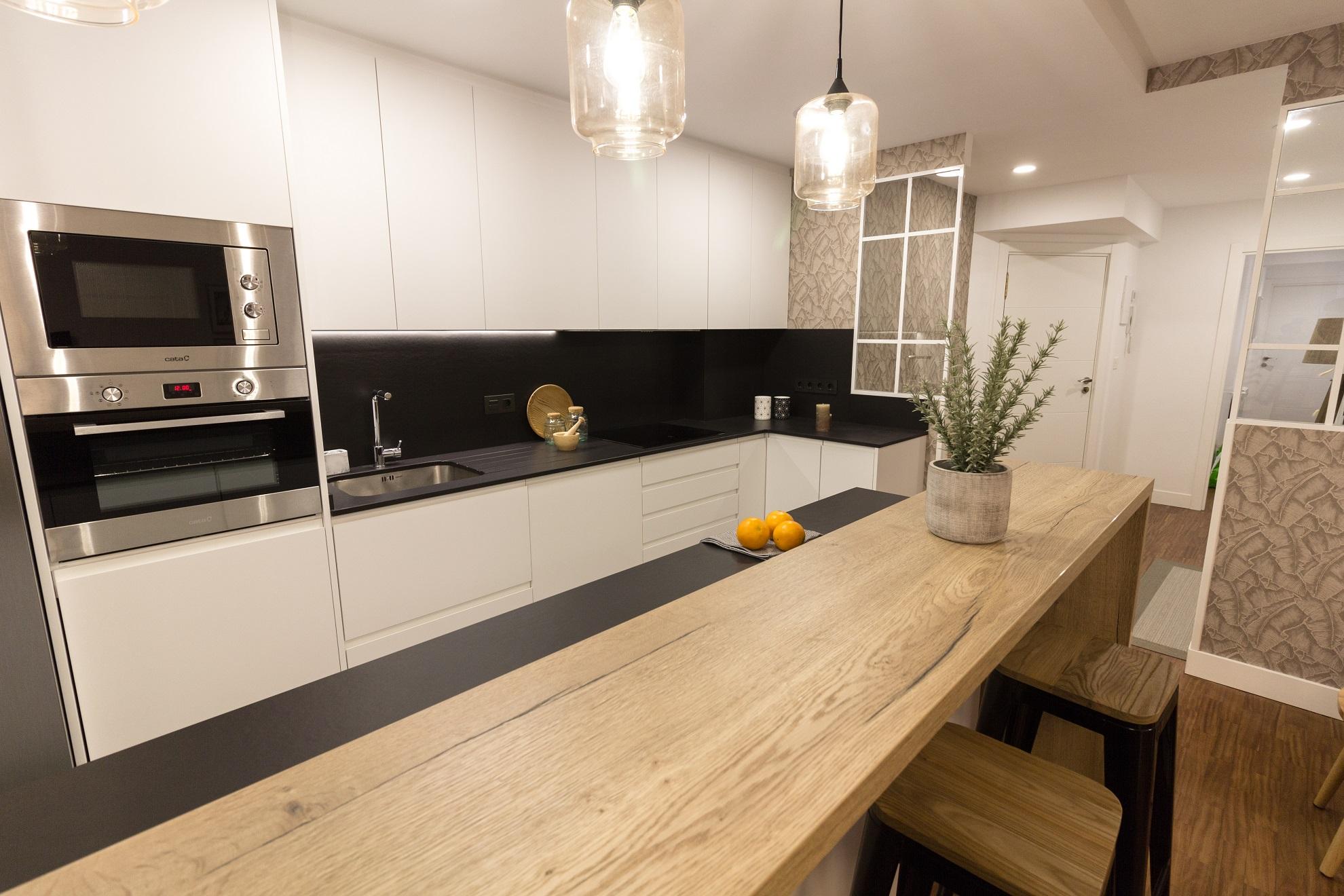Cocina Hamaika con mobiliario
